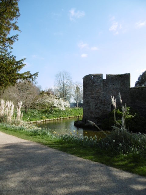 Wells_Bishop_Palace_Moat_Wall