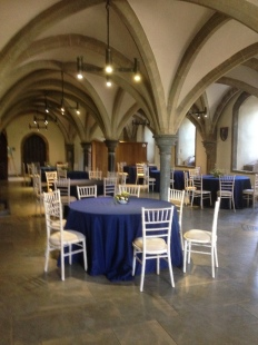 Wells_Bishop_Palace_Undercroft_Tables