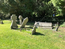 Whitminster_St_Andrew_tombs