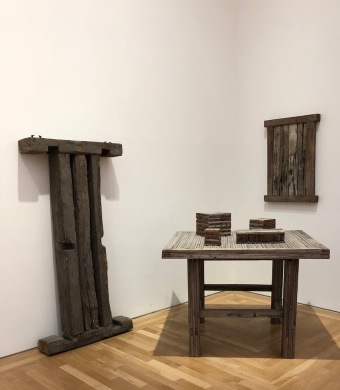 David_Nash_Cardiff_Museum-bench-pieces