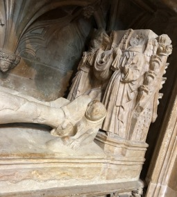 Lincoln_Cathedral-angels-at-feet