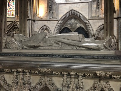 Lincoln_Cathedral-bishop-tomb