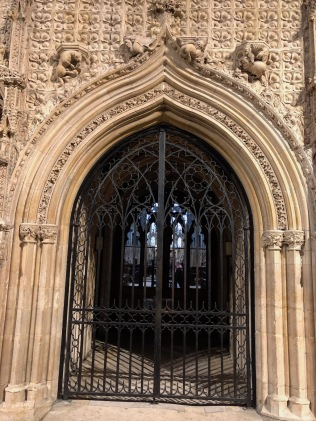 Lincoln_Cathedral-chapter-doorway