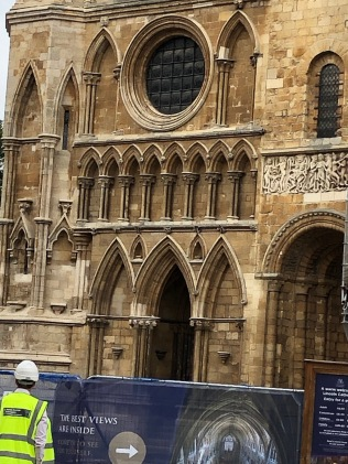 Lincoln_Cathedral-facade-detail