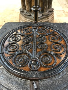 Lincoln_Cathedral-font-lid