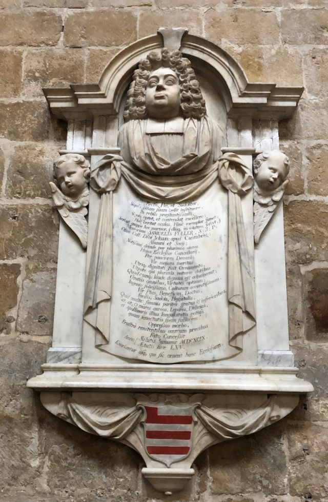 Lincoln_Cathedral-monument