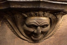 Wakefield_Cathedral_Misericord-green-man-smiling