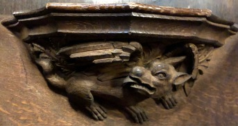 Wakefield_Cathedral_Misericord-gryphon