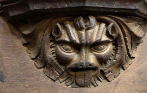 Wakefield_Cathedral_Misericord-lion-mask
