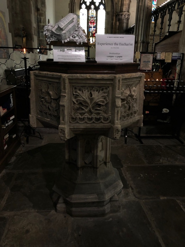 Lincoln_St_Mary-font
