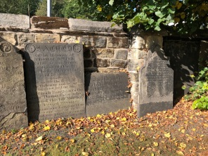 Pontefract_All_Saints-memorials1