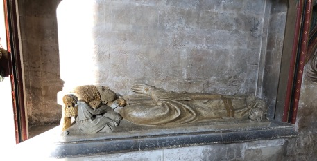 Bristol_Cathedral_bishop-monument