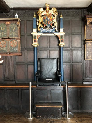 Leicester-Guildhall-jury-room-mayor-chair