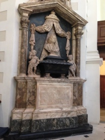 ChristChSpitalfield-monument